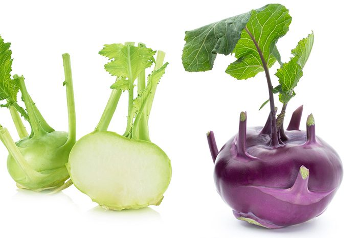 薄緑色と紫色のコールラビ